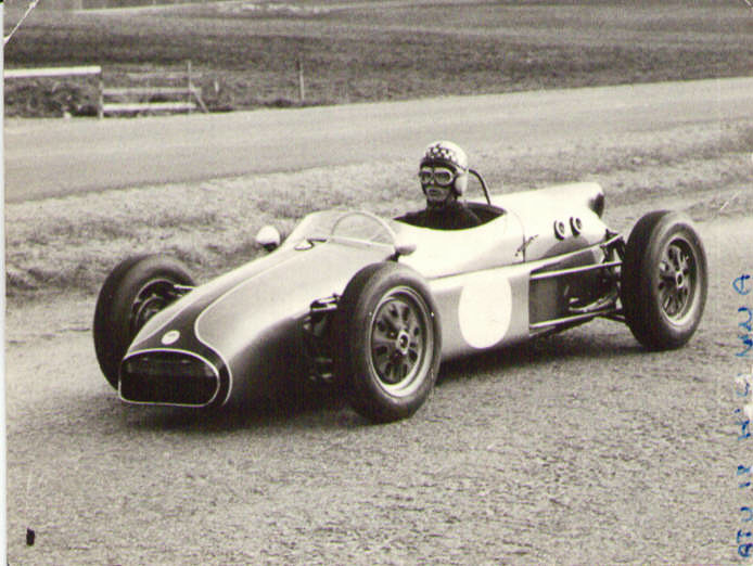 Ihan jokapoika ei olekaan ookannut kauppareissua Elva 200 Formula Juniorilla.