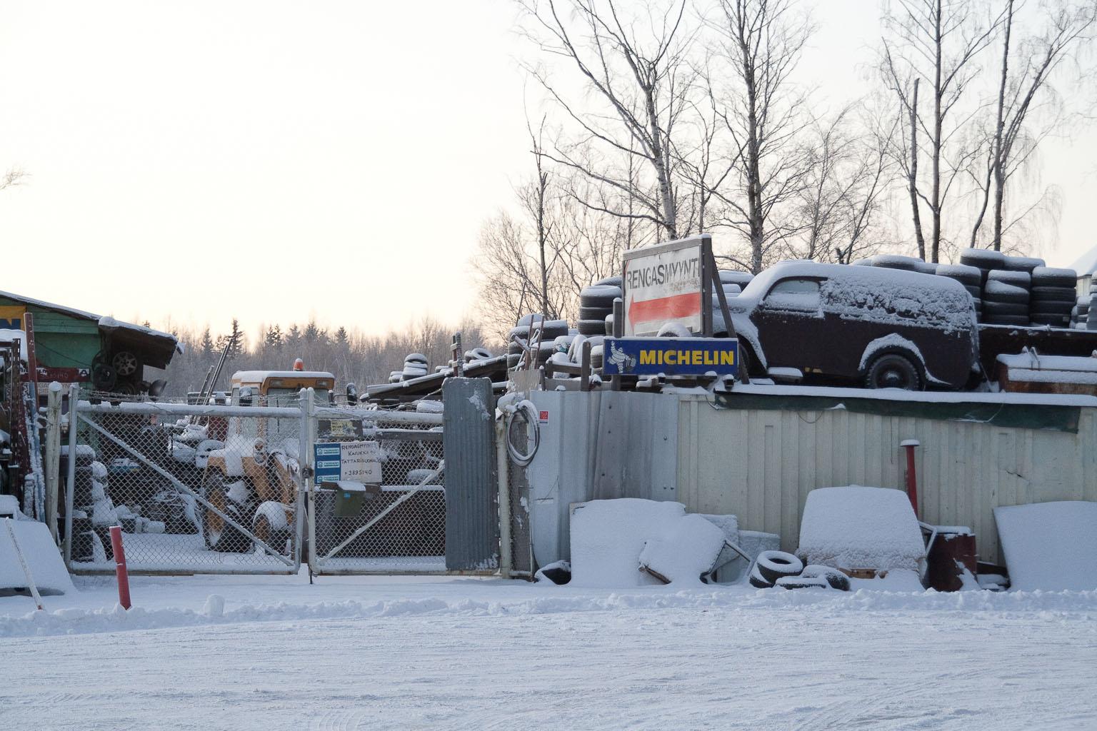 Lehtosen ostama varaosa-auto oli vuosikaudet romuliikkeen katolla.