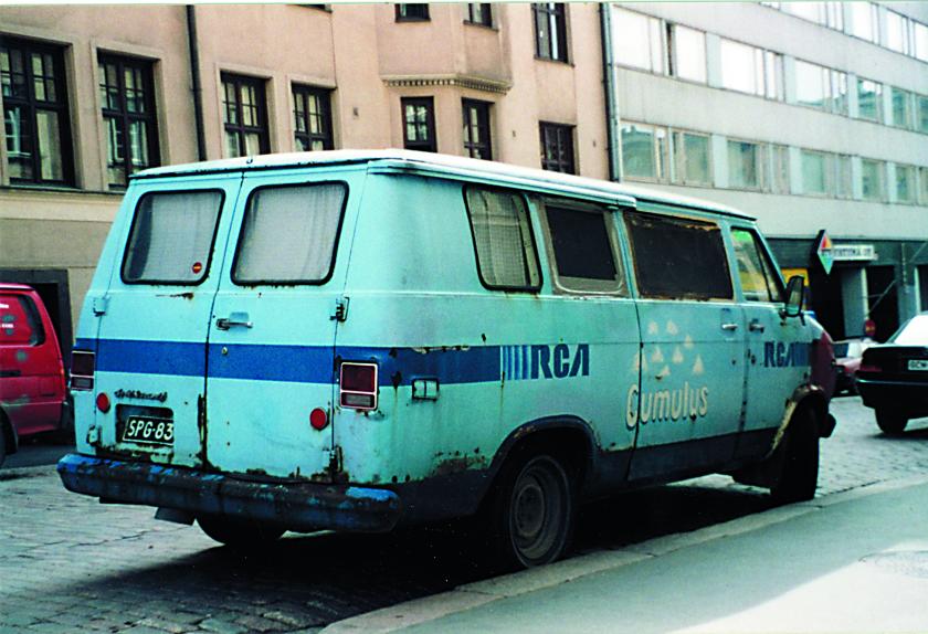 Suomen Punainen Risti oli vuonna 1972 eräs ensimmäisistä Chevy Van asiakkaista täällä lännen periferiassa. Auto palveli sittemmin Anki Lindqvistia ja hänen Cumulus-yhtyettään, joka selittää myös levy-yhtiö Radio Corporation of Americanin sponsorimaalauksen. Yksilö on yhä tallessa tässä kuosissa.