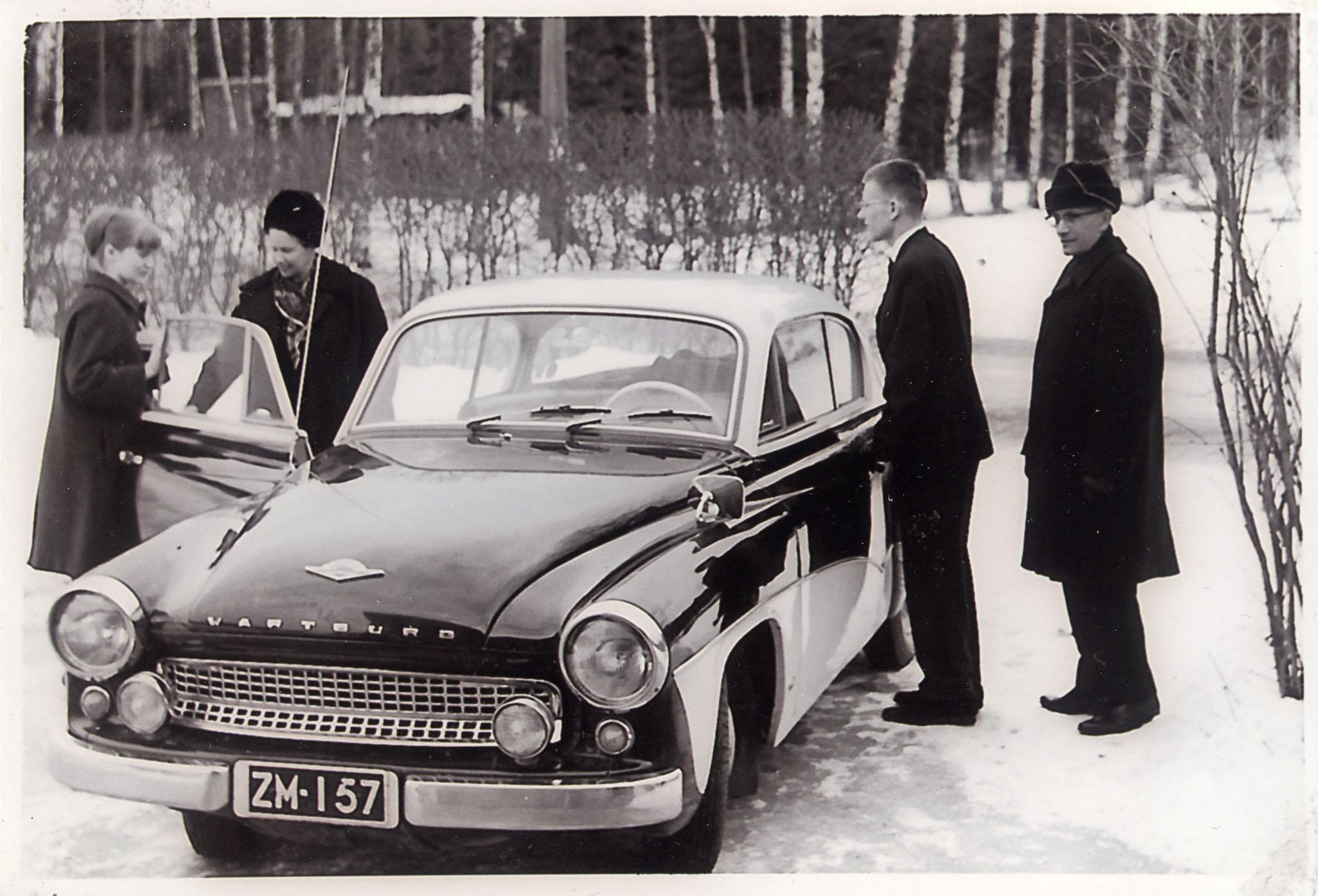 Sittemmin Karin nuorisoautoksi päätynyt 2D HT, tässä tiettävästi vielä isän omistuksessa.