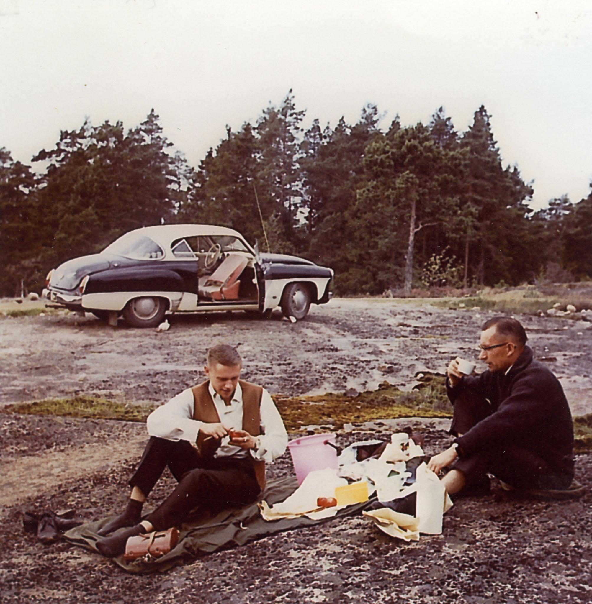 Isä ja poika Kaartama matkalla Norjaan.